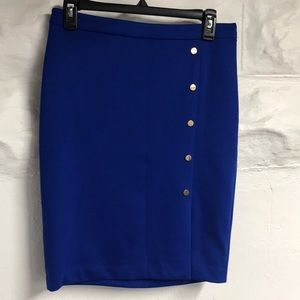 Limited stretch pencil skirt.